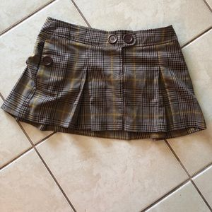 brown and yellow skirt
